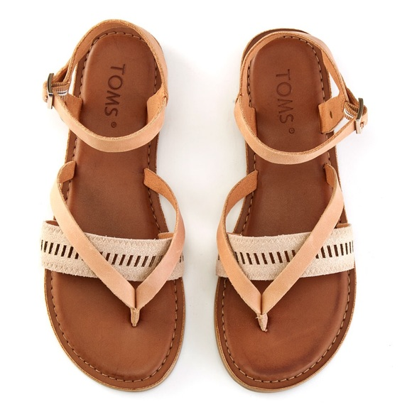 8188aa510e9 TOMS Lexie Sandals Sandstorm Metallic Leather Flat.  M 5a7b9fd731a37667ea27bbad